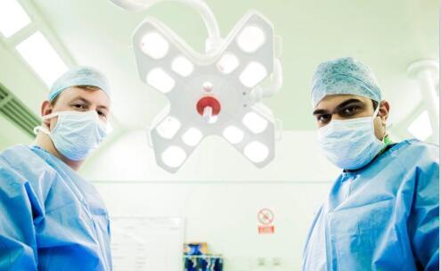 可以给医生和护士配备身体摄像机来记录暴力病人